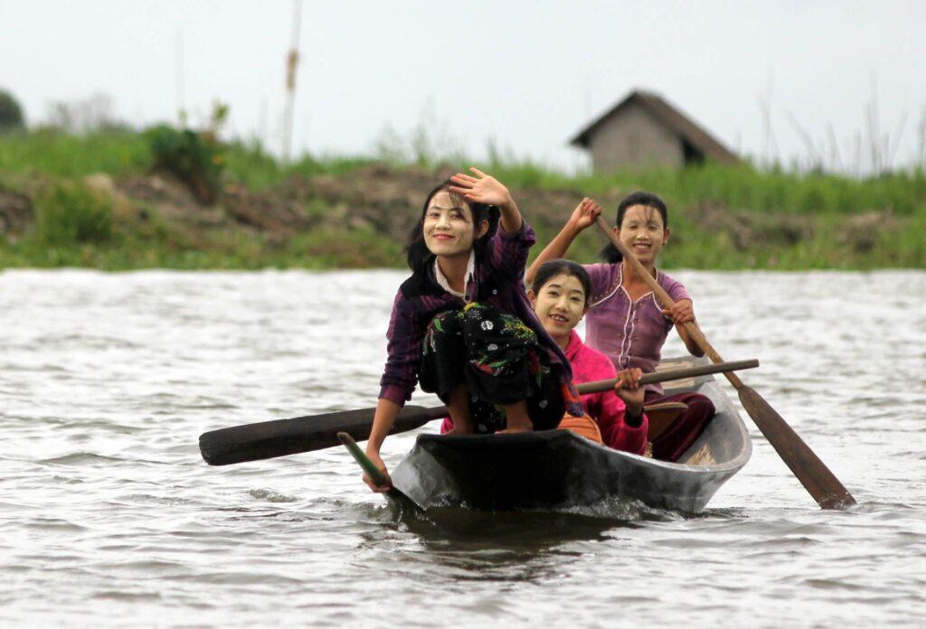 j Myanmar 19-09-2015 10-11-01